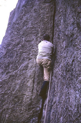 Joe handjamming up the first pitch of Curving Crack